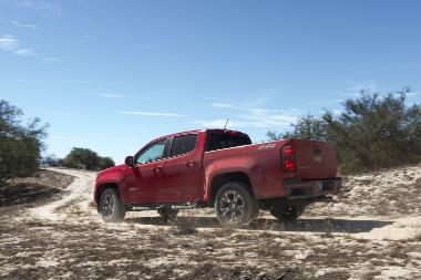 2020-Chevrolet-Colorado-rear_left